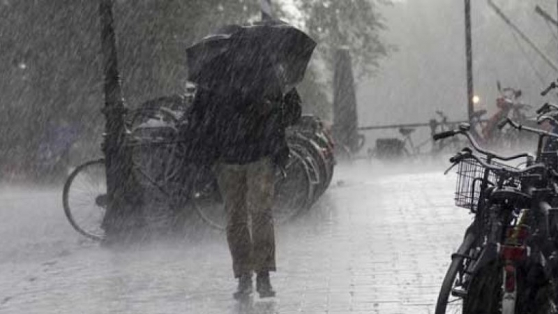 Şiddetli yağış nedeniyle okullar tatil edildi