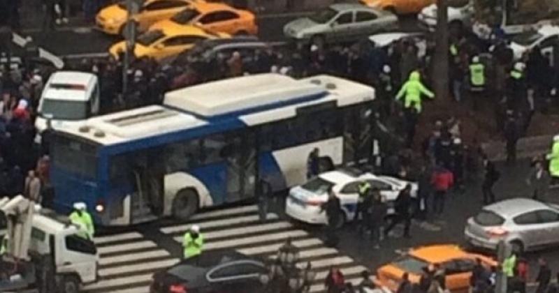 Ankarada otobüs yayaların arasına daldı! Yaralılar var