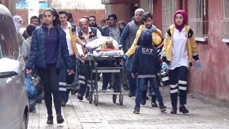 Diyarbakırda anne ile kızı bacaklarından vuruldu