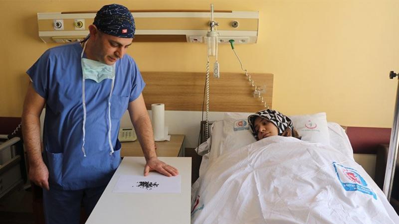 Karın ağrısı ile hastaneye gitti, safra kesesinden 200 taş çıktı