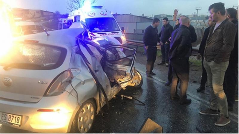 Sancaktepede otomobil, yolcu servis minibüsüyle çarpıştı: 4ü ağır 6 yaralı