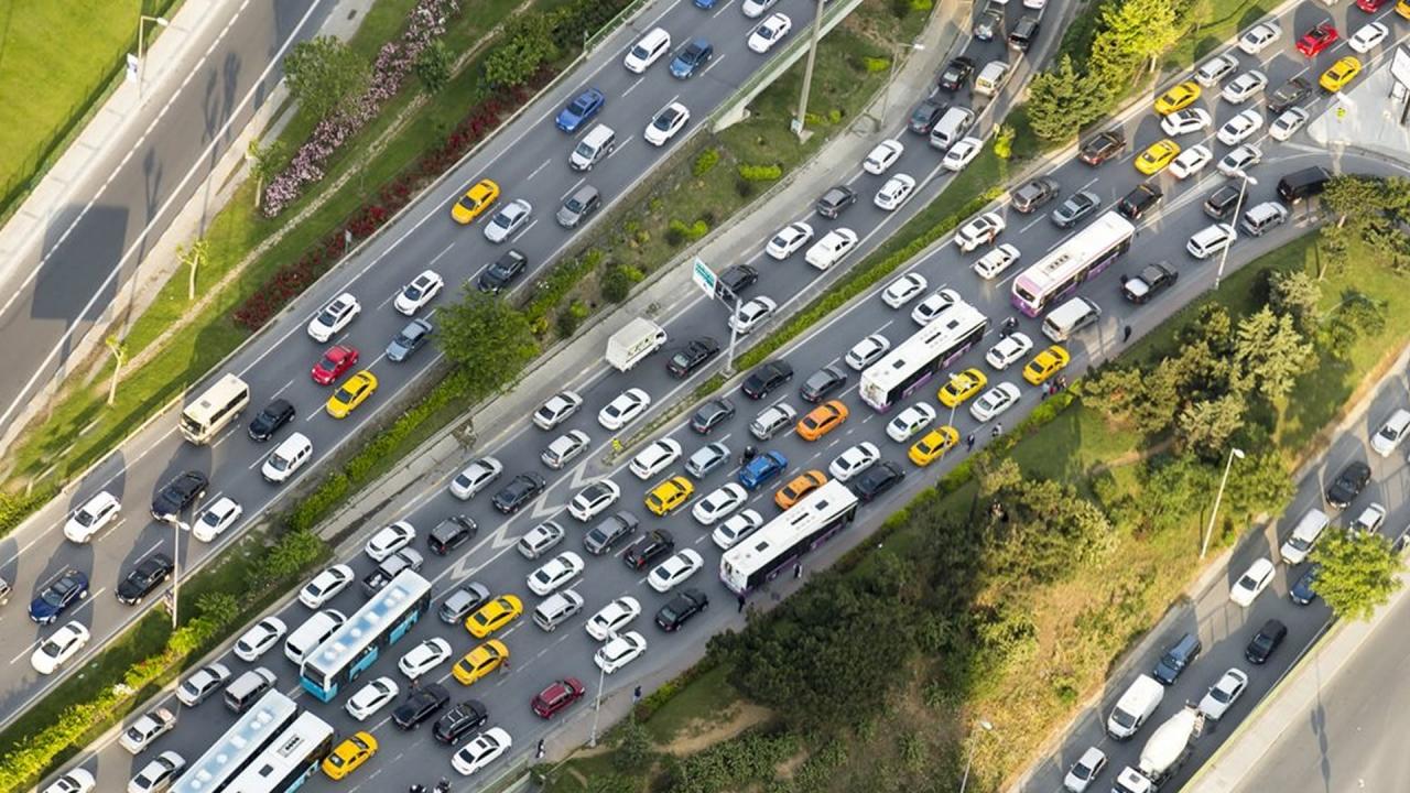 Trafiğe kaydı yapılan araç sayısı yüzde 49 azaldı!